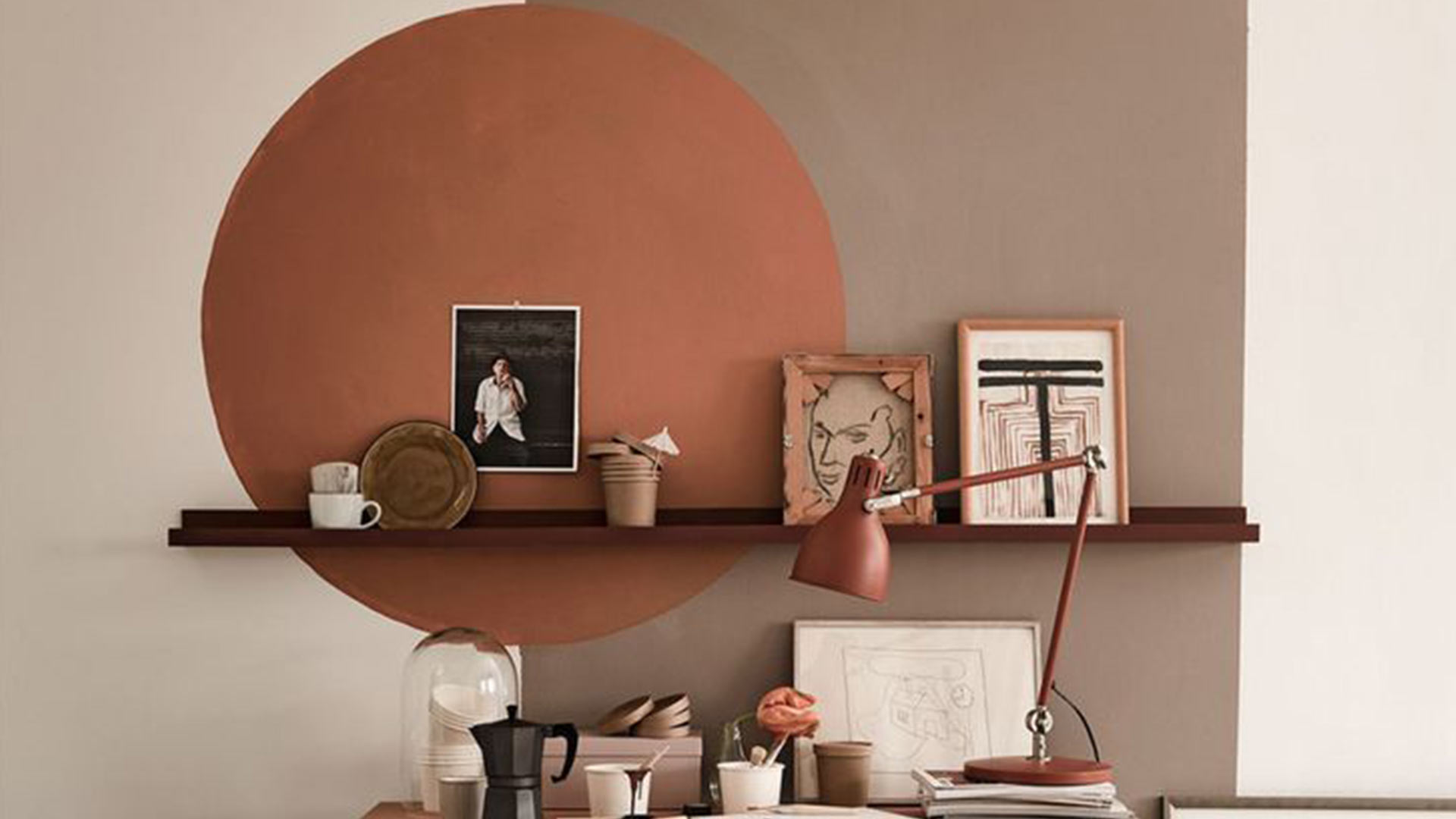 Come abbellire una parete vuota col colore
