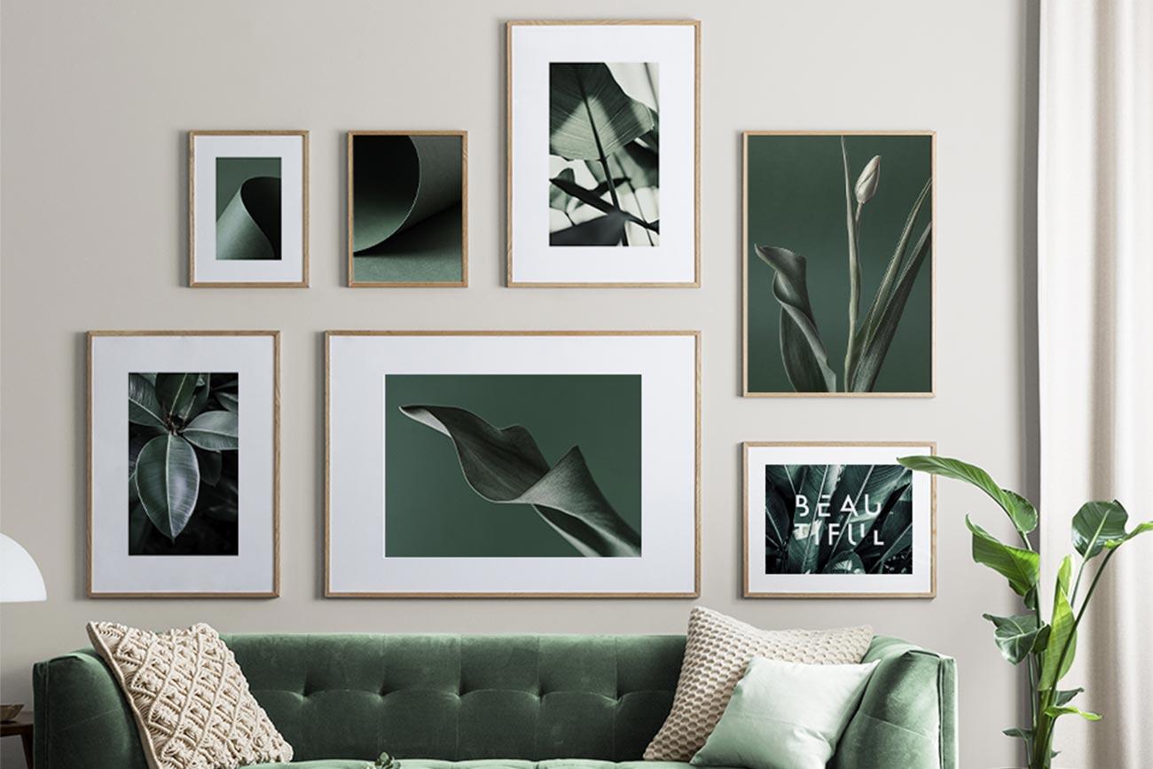 Composizione poster Desenio cornici sopra al divano