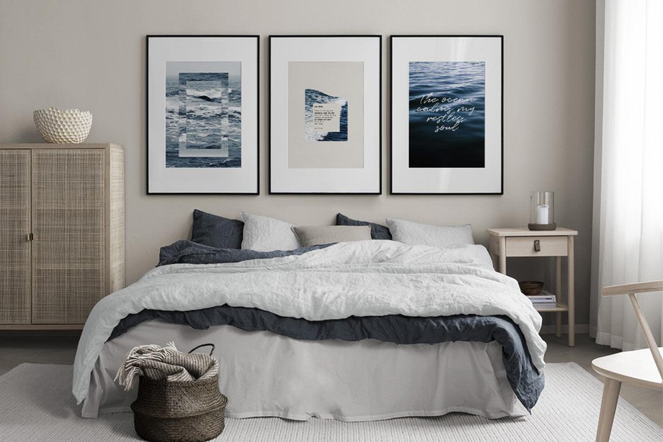 Cornici poster Desenio dietro al letto